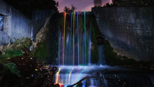 Click here to read Putting Glowsticks Inside Waterfalls Is Mesmerizingly Beautiful