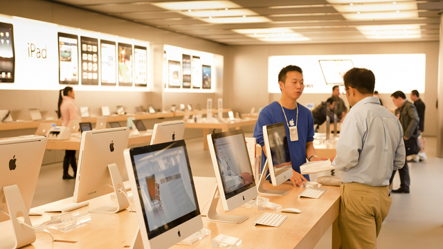Apple Just Hired a Brit To Head Up Its Worldwide Retail Operations