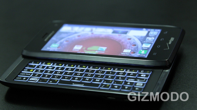Motorola Droid 4 and RAZR MAXX Hands On: Two Giant Leaps for Droidkind
