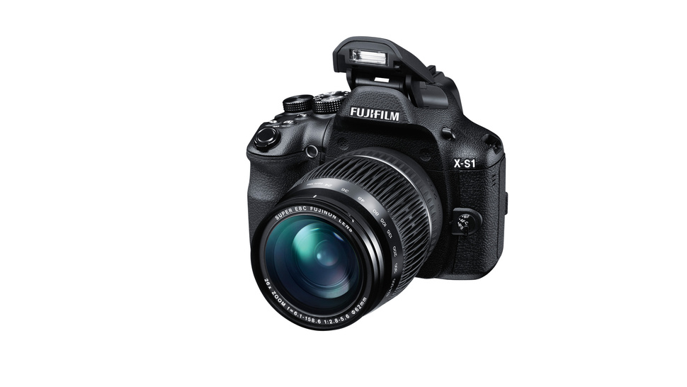 Fuji's New X-S1 Packs High Quality Guts into a Superzoom Body