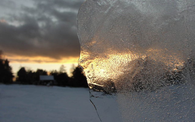 33 Frozen Photos Taken Through Ice