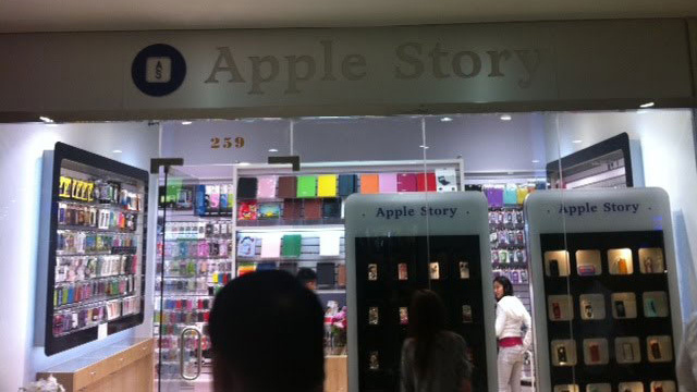 Two NYC Stores Selling Knock-Off Apple Gadgets are Under Attack by Apple