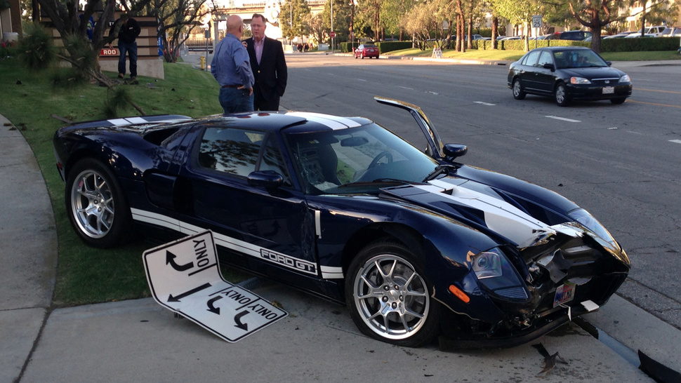Shamed ford gt driver crashes right in front of motor trend 39 s office Motor tread