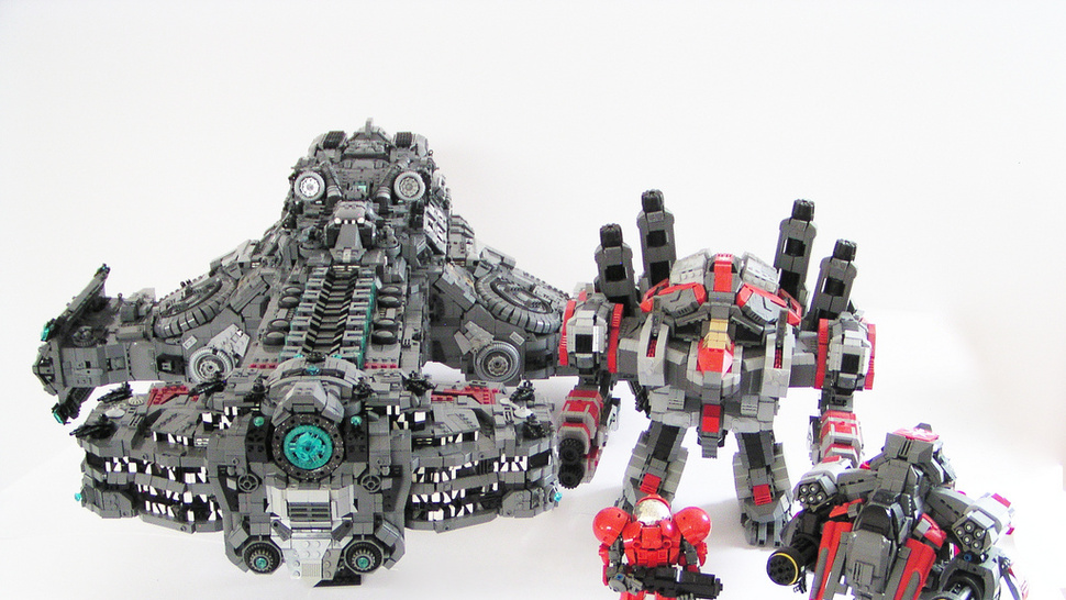 The battlecruiser <em>Hyperion</em> from <em>Starcraft II</em>, à la LEGO