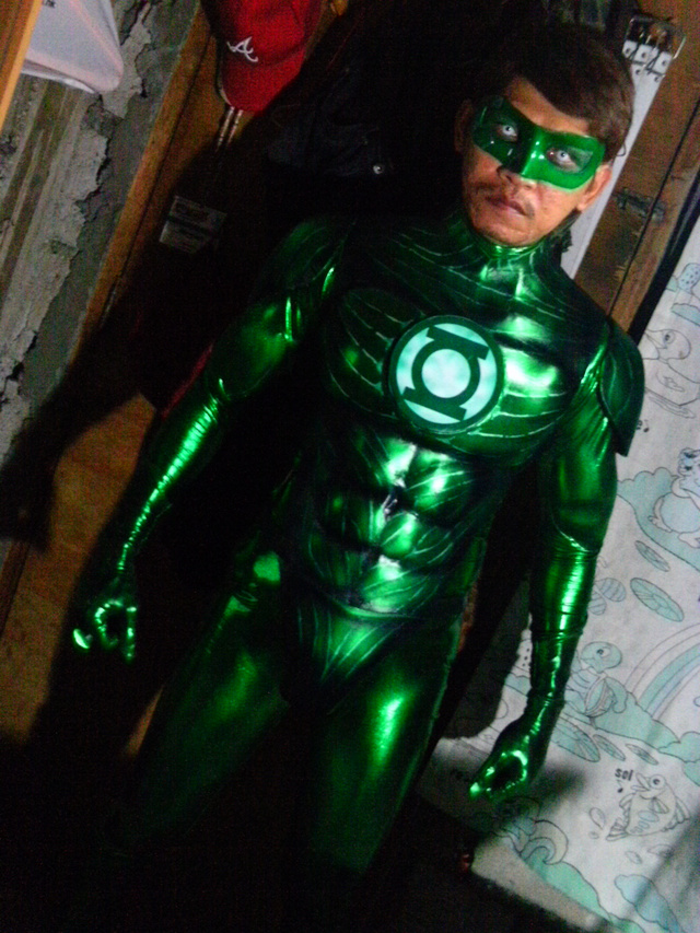 green lantern cosplay that looks cooler than the movie costume. Black Bedroom Furniture Sets. Home Design Ideas