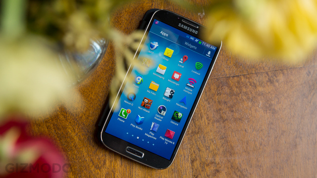 Galaxy S IV Display Shoot-Out: How Does It Compare?