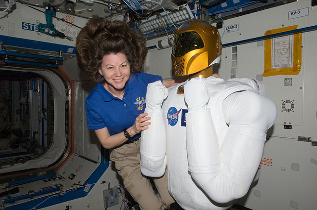 NASA's humanoid wakes up in space, starts Tweeting