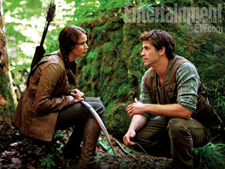 New Hunger Games pics want to make it clear, Peeta is a SUPER SEXY baker