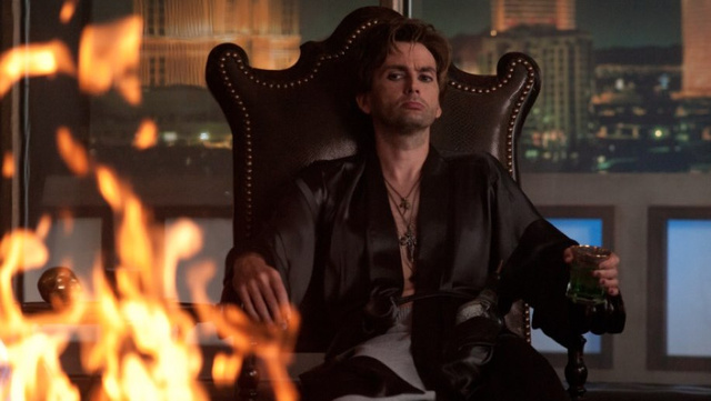 David Tennant shows off his big vampire-slaying gun in new Fright Night stills