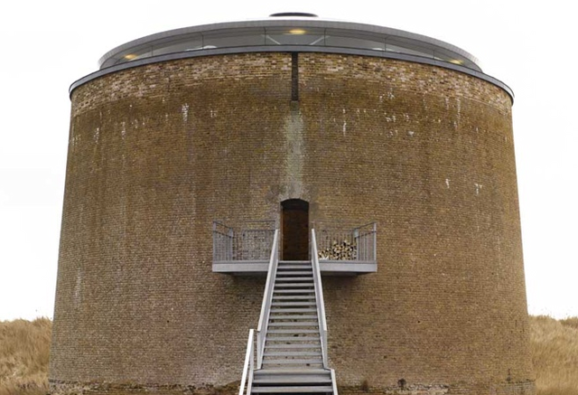 One-door Napoleonic defense tower is your new evil headquarters