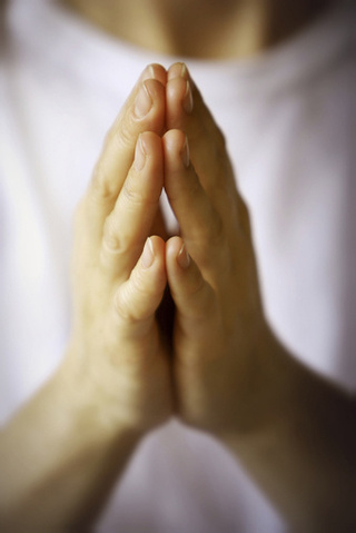 Study Shows that Listening to Prayer Halts Brain Activity