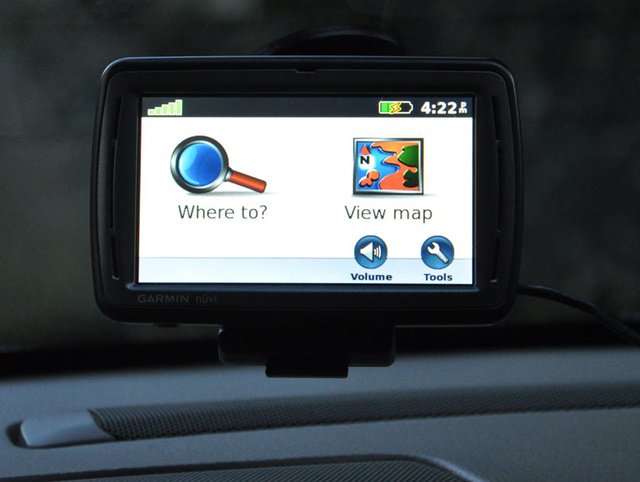 Garmin Nuvi 880 Voice-Controlled GPS Lightning Review