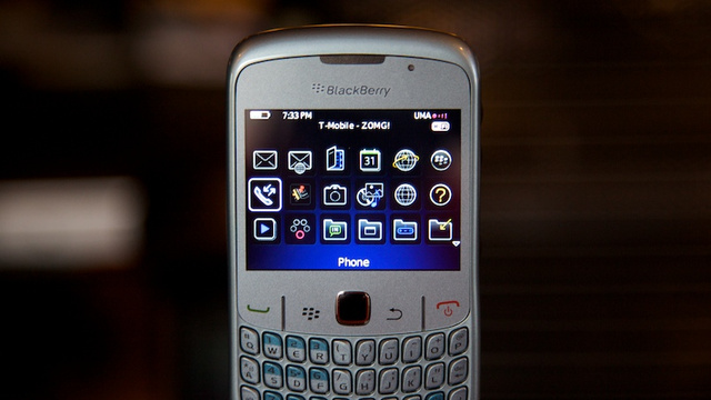 BlackBerry Curve 8520 Lightning Review: Cheap (Not Just the Good Kind)