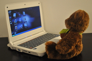 CTL 2Go E10 Classmate PC for Kids Hands-On: Durable, But Teddy Bears Are Cute