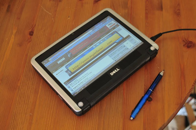 Converted Dell Mini 9 Netbook Makes For a Great Internet Tablet