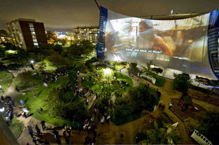 World's Largest Cinema Screen Played Movie From Nokia N8 Phone