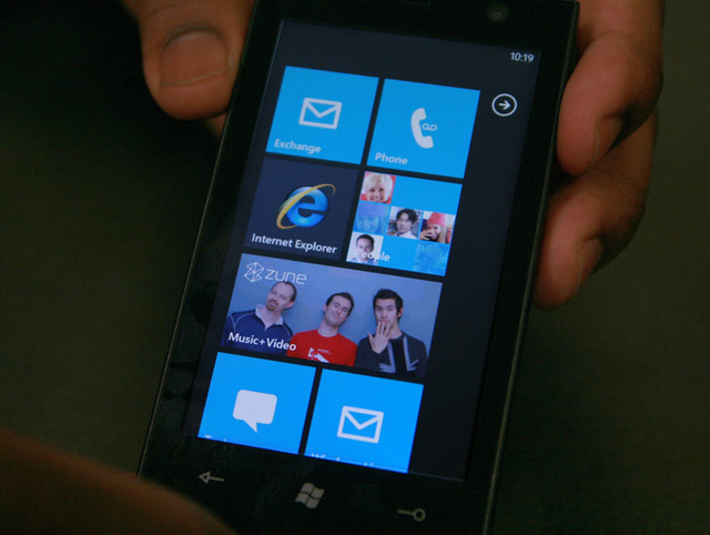 Windows Phone 7 Series Hands-On Pics and Video