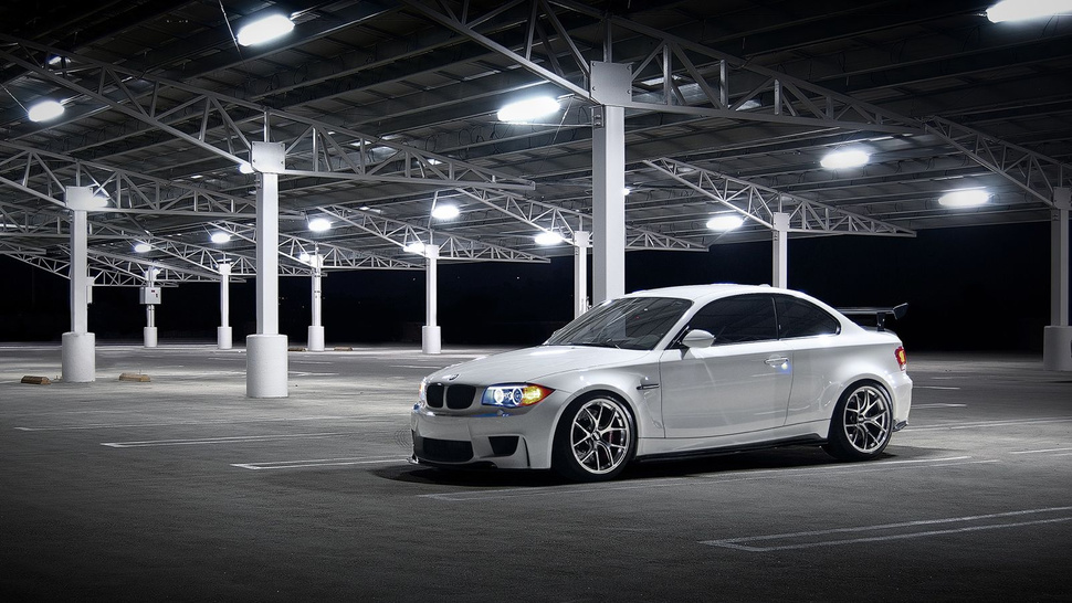 Your Ridiculously Cool BMW 1M Wallpaper Is Here