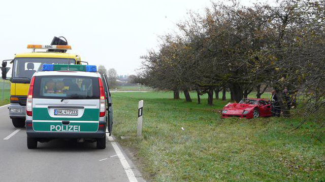 Ferrari F40 crash pictures are painful to look at