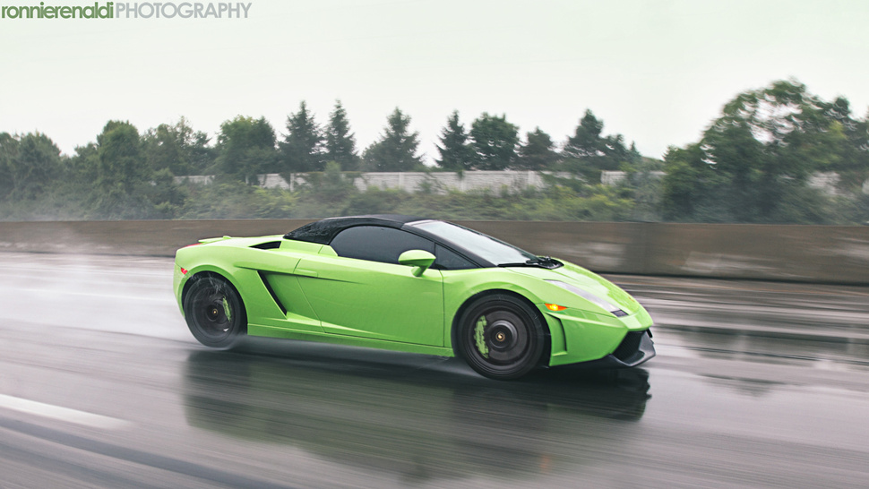 Your ridiculously cool Lamborghini Gallardo Spyder wallpaper is here