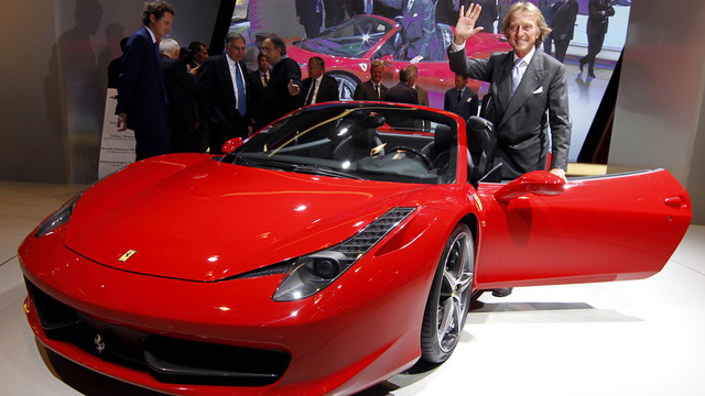 Ferrari 458 Spider takes off its top to stay on top