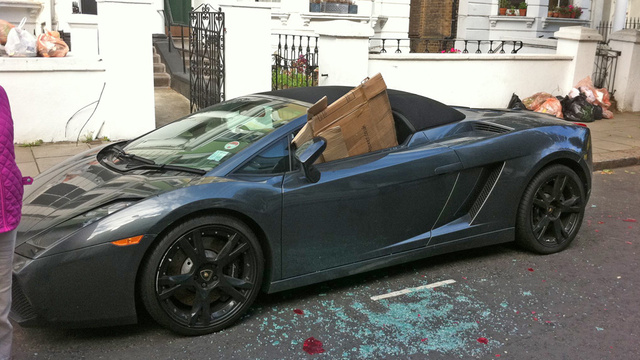 London rioters rough up a Lamborghini
