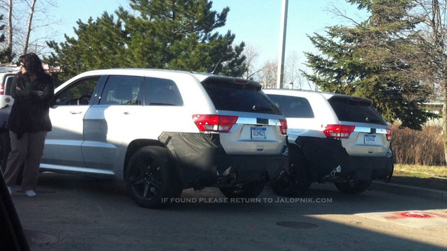 New Jeep Grand Cherokee SRT8's packing pipes