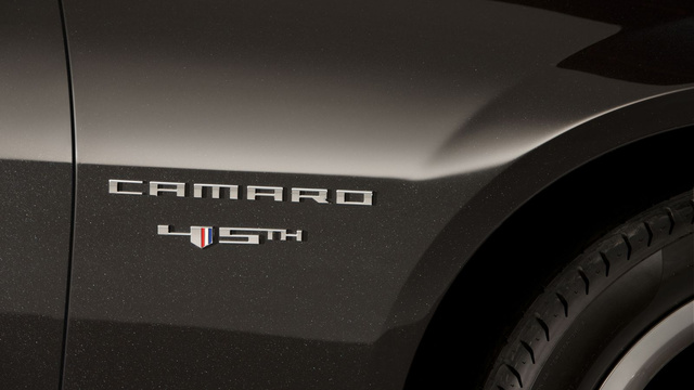 2012 Camaro V6 asks Mustang: who's the boss?