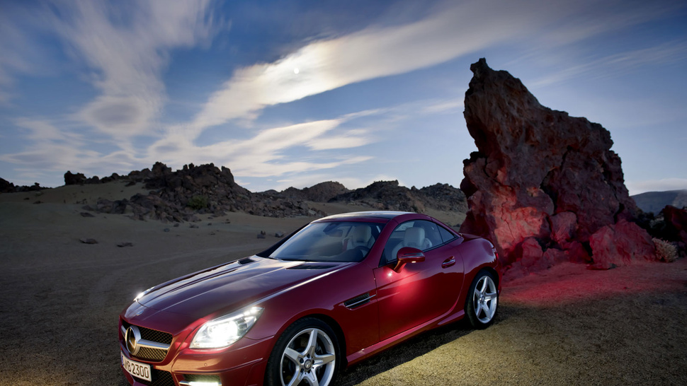 "2012 Mercedes-Benz SLK Has ""MAGIC SKY CONTROL"""