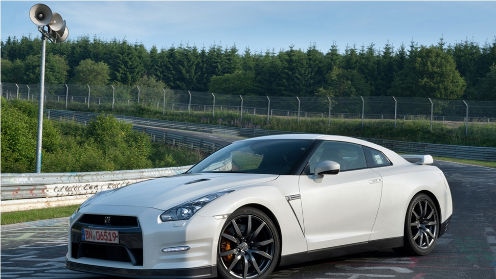 2012 Nissan GT-R: 530 HP, 7:20 'Ring Time