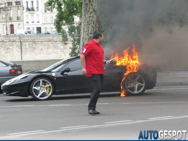 Ferrari 458 Burns In Paris, Still Hot Like Love