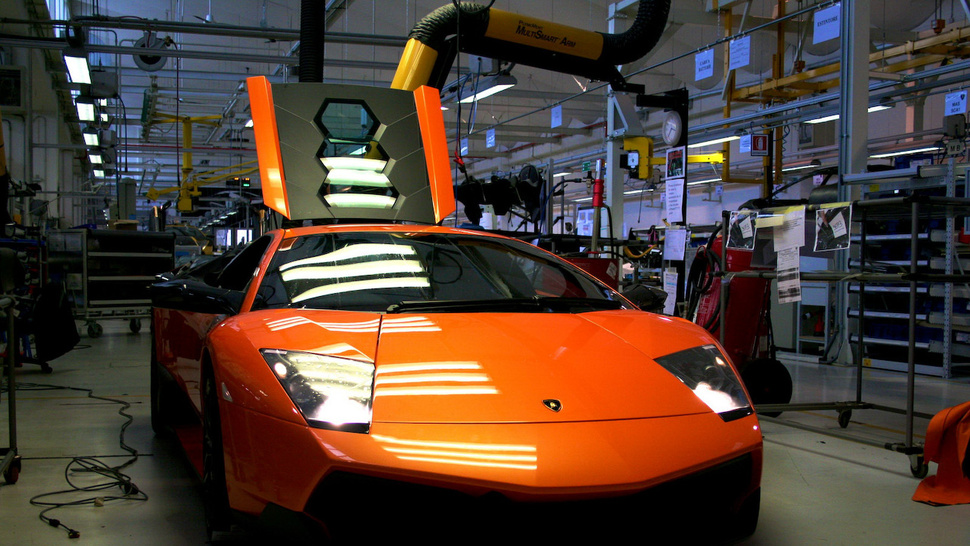 <em>National Geographic</em> Tours Lamborghini Factory In HD