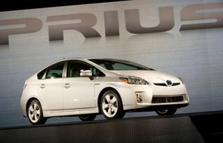 Road-Raging Prius Driver Rams Pickup, Result Predictable