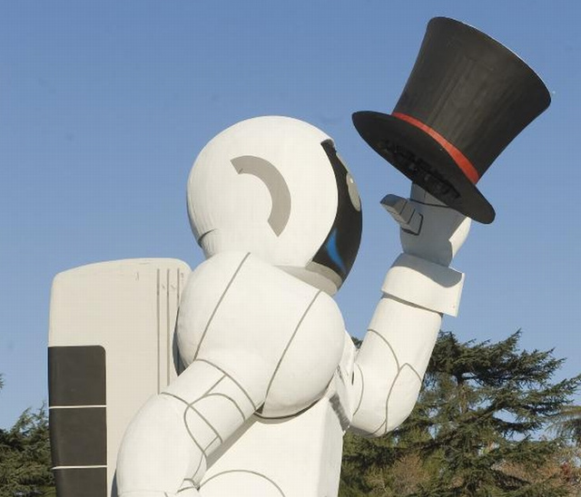 Honda To Attack Rose Bowl Parade With 49-Foot-Tall ASIMO Robot