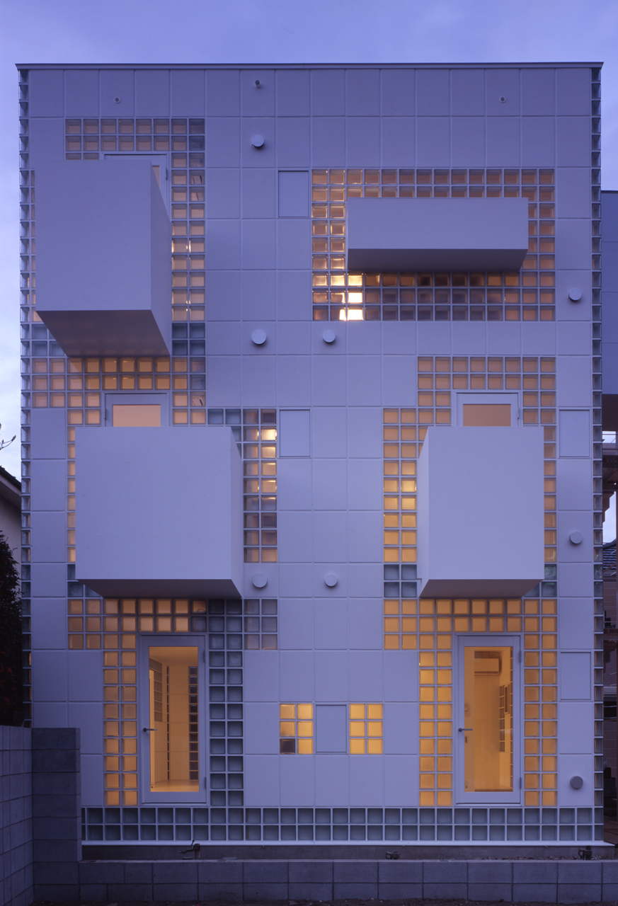 10 japanese kyosho jutaku micro homes that redefine for Glass bricks designs