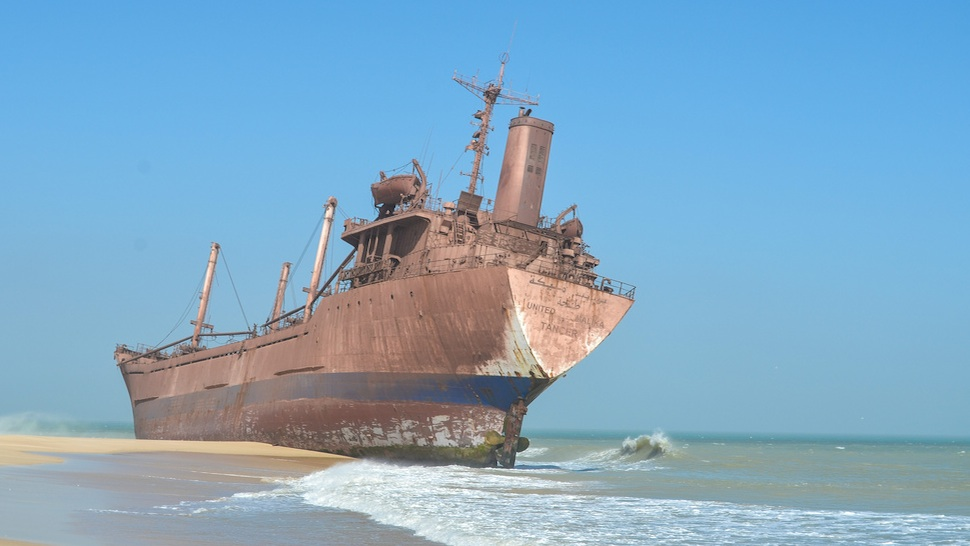 Ghostly ship graveyards from around the world gizmodo for Around the world cruise ship