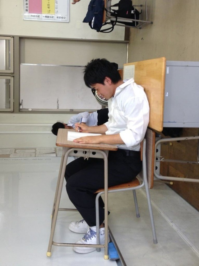New Japanese Photo Meme Is from Studying Too Damn Much