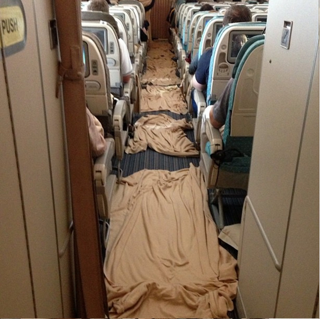 Severe Turbulence Strikes Plane During Meal Service, Makes a Huge Mess