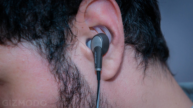 Bose QuietComfort 20: Noise-Canceling Engineered to Fit Your Ear Holes
