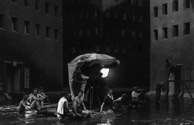 Stunning Behind-the-Scenes Photos Show Iconic Movies in a New Light