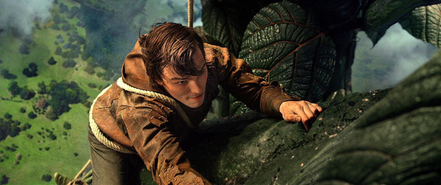 Martin Freeman reveals his first encounter with Gollum in The Hobbit!