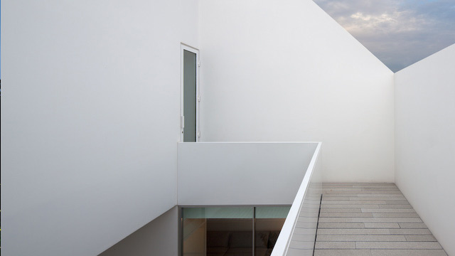 Could You Live in This Ultra Minimalist Home?