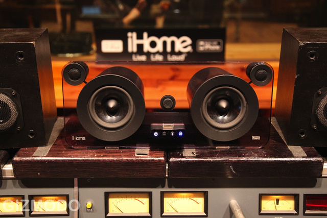 iHome iP1 Studio Series iPod Dock Looks Nice, Sounds Nice