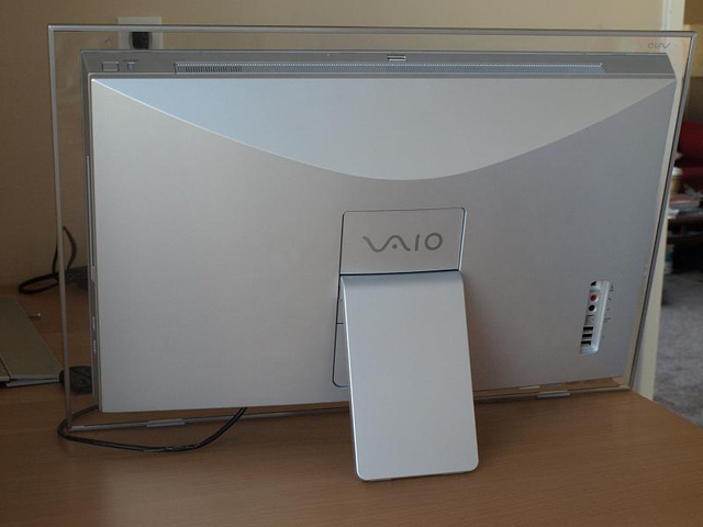 Lightning Review: Sony Vaio LT All-In-One (Powerful, But Expensive)
