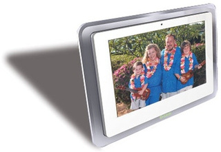 D-Link's DSM-210, a Fancy Internet and Widget Controlled Photo Frame