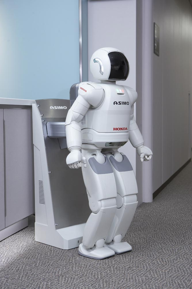 Smarter Honda ASIMO Can Self-Charge, Avoid People, Work In Groups