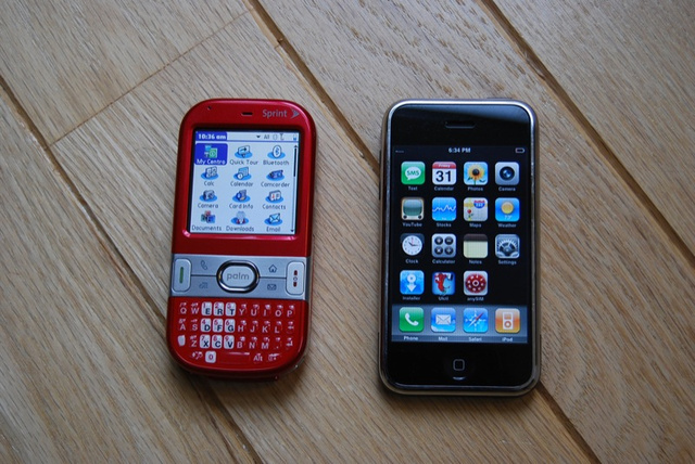 Palm Centro vs Treo 700 vs iPhone vs BlackBerry Curve
