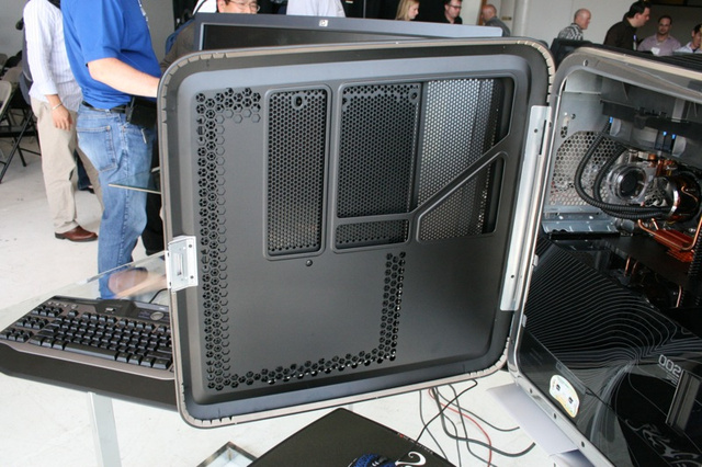 The Love Child of HP and Voodoo: Blackbird 002 Gaming PC Photos and Impressions