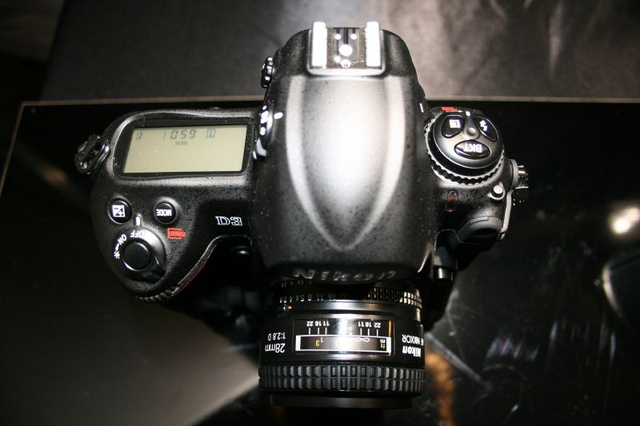 Hands On D3 and D300 Impressions: Beefy and Beautiful
