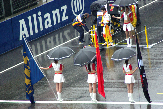 2009 Chinese Grand Prix Gets Wet, Real Wet